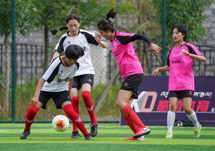 西藏拉薩舉辦民間女子足球賽(圖)