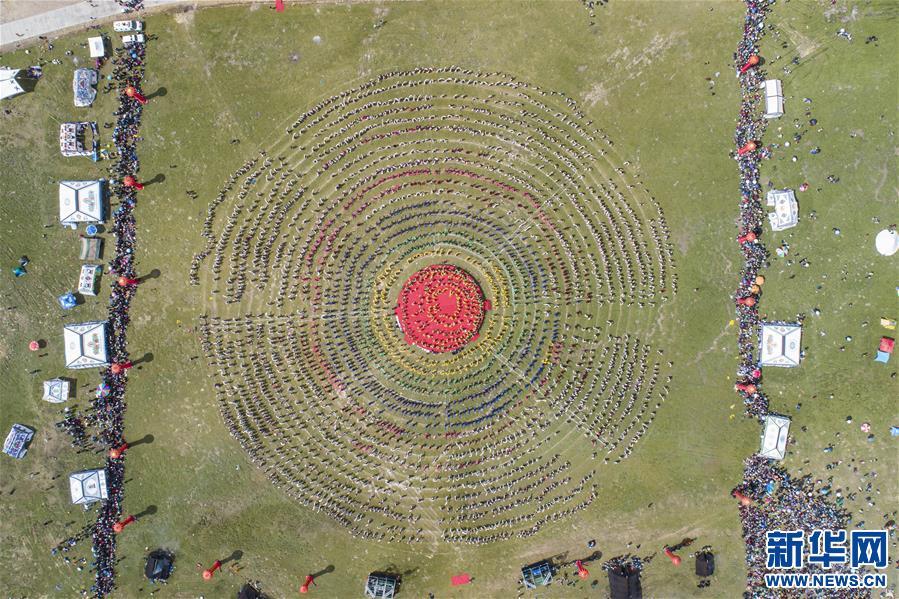 西藏首屆弦子舞展演在芒康舉行(圖)