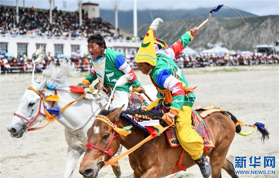 西藏當雄:雲端賽馬(圖)