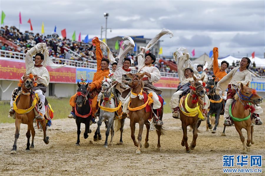 2020年那曲羌塘恰青格薩爾賽馬藝術節開幕(圖)